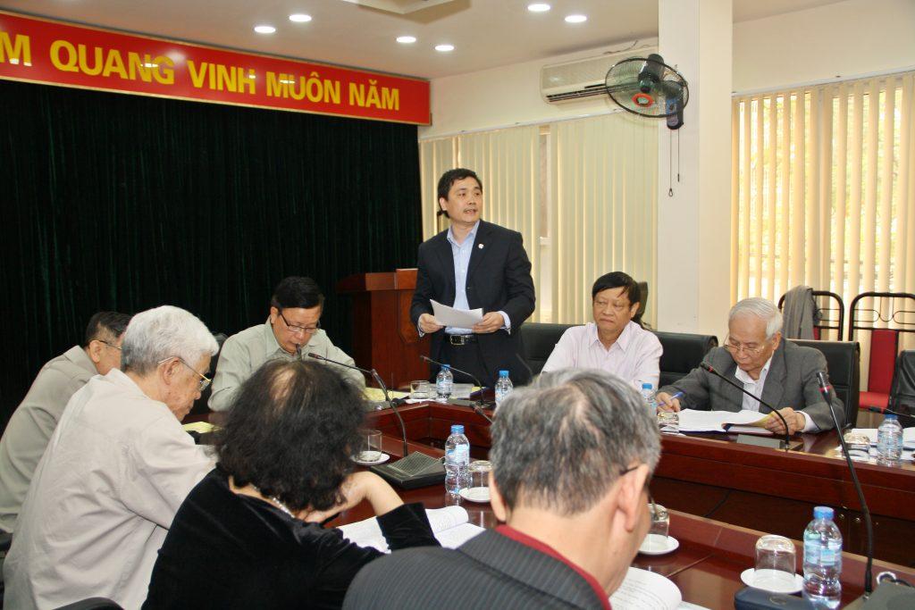 Phó Chủ tịch thường trực Vũ Việt Anh đọc báo cáo tại Hội nghị