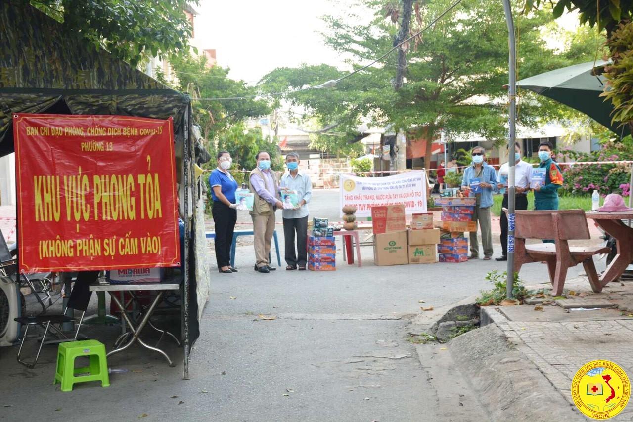 """Trung ương Hội GDCSSKCĐ Việt Nam: """"Hỗ trợ các hộ dân khó khăn ở các điểm phong tỏa Covid-19 tại Tp.HCM"""""""